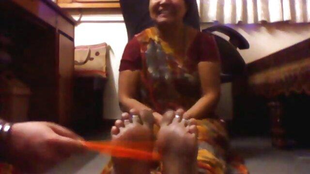 सह बनाने के लिए उसे तेल फुल मूवी एचडी सेक्सी और उसके पैरों का उपयोग कर प्यार करता है