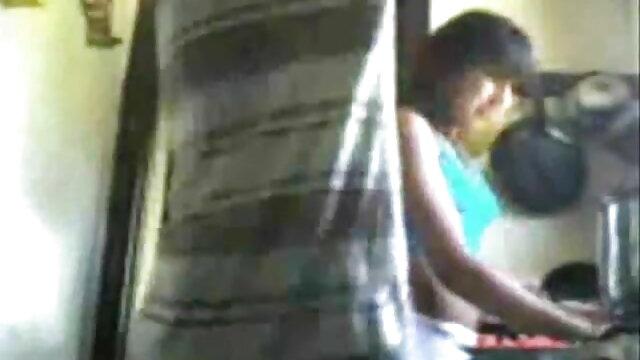 लातीनी कंडोम सेक्सी फिल्म वीडियो फुल एचडी पूल टेबल पर